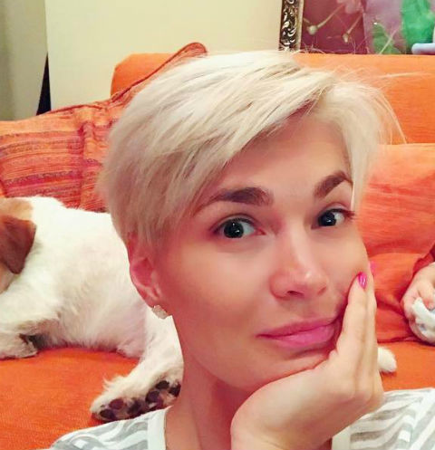 Юлия Костюшкина шокировала татуировкой под грудью