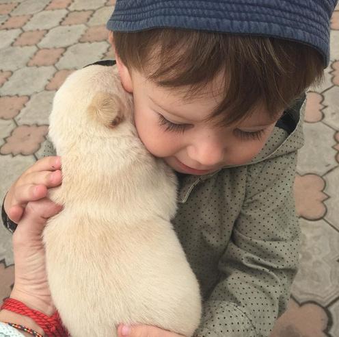 Платон с маленьким щенком