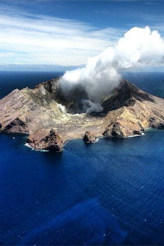Вид на вулкан White Island