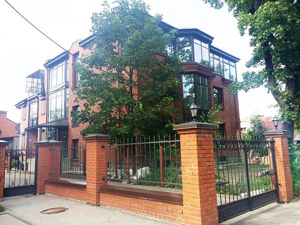 Трехэтажный дом Аршавина в Коломягах стоит около 1,5 миллиона долларов
