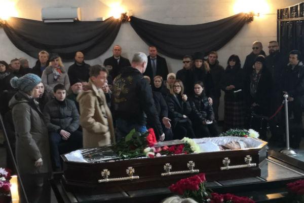 С Евгением Осиным пришли проститься его многочисленные друзья
