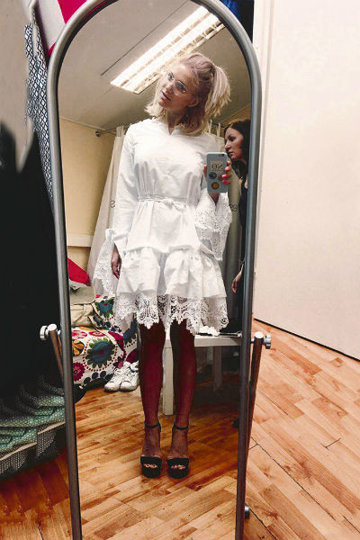 Певица выбрала экстравагантное свадебное платье