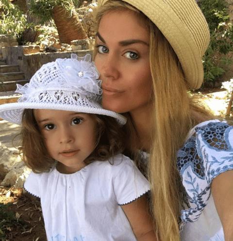 Таня Терешина с дочерью Арис на Кипре