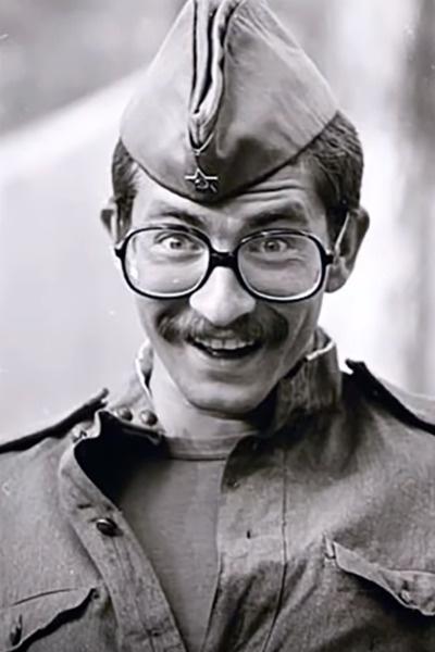 Листьев служил в спортивной роте и издавал в армии газету