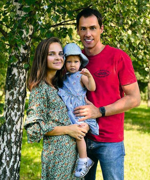 Молодая семья Еремеевых
