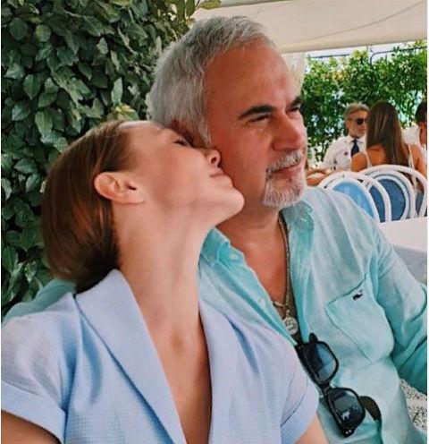 Альбина Джанабаева поделилась фотографией без макияжа