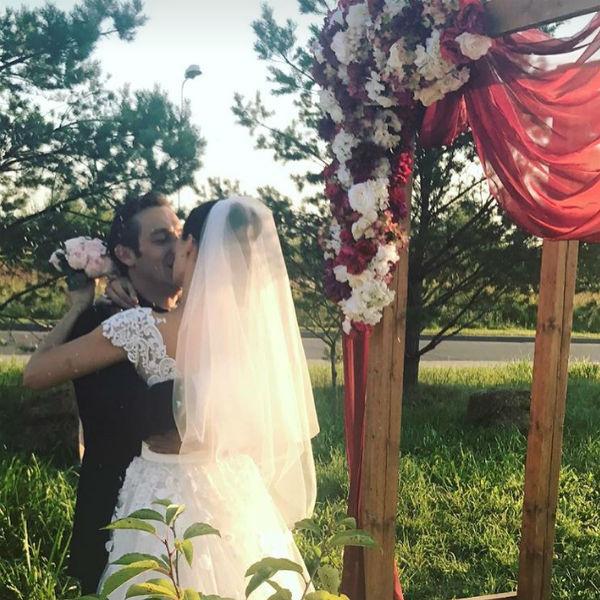 Влюбленные устроили пышную свадьбу спустя несколько месяцев после росписи