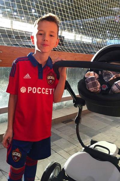 Инна Жиркова разместила в своем микроблоге фото новорожденного сынаИнна Жиркова разместила в своем микроблоге фото маленького сына