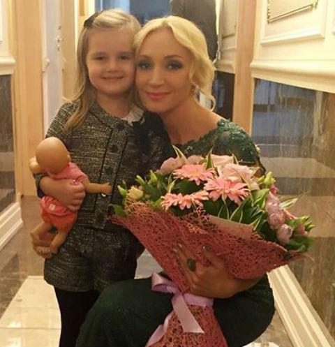 Четырехлетняя дочь Кристины Орбакайте любит светскую жизнь