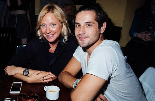 В декабре Марк познакомился с сотрудницей авиакомпании Надеждой