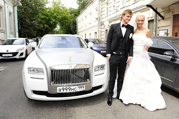 Перед свадьбой Ольга похудела от волнений. Платье ей пришлось ушивать целых два раза