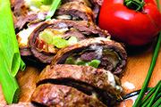 Мясной рулет с овощами