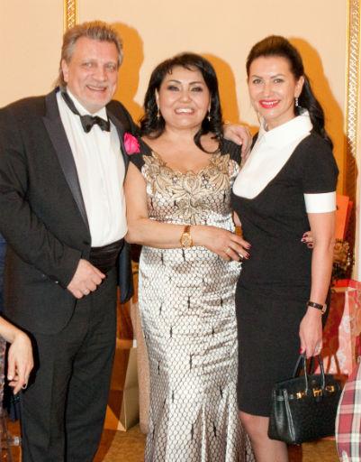 Клара Кузденбаева с супругом Владимиром и Машей Романовой
