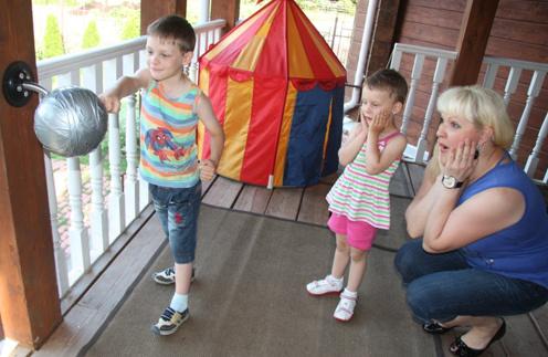 Маргарита Суханкина с детьми Сережей и Лерой