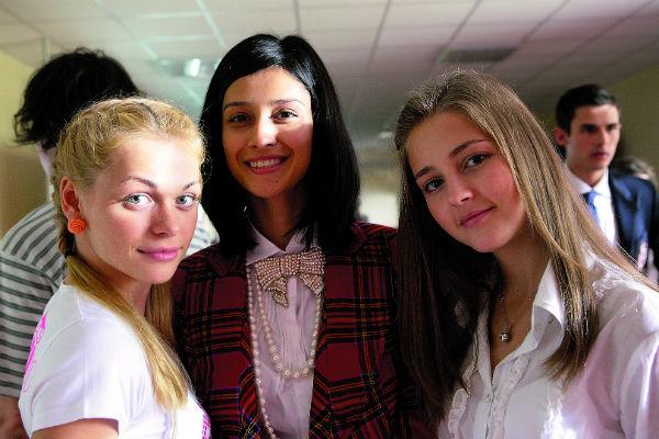 Известность артистке принесла героиня Анжела из сериала «Барвиха». С коллегами по съемочной площадке Анной Хилькевич и Анной Михайловской