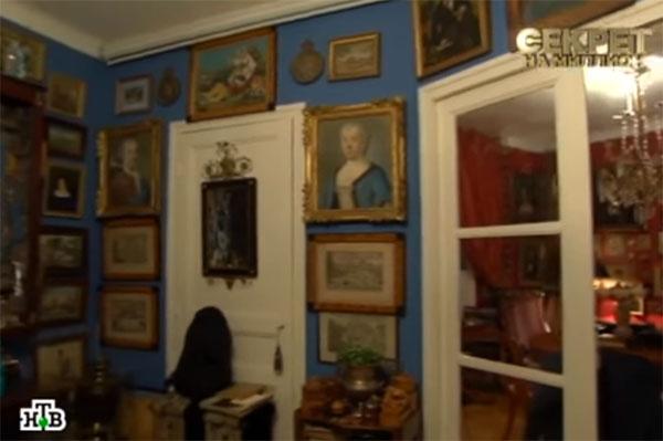 В парижской квартире историка моды много ценных экспонатов