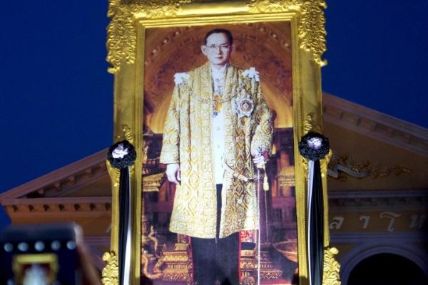 Траурная процессия в связи с кончиной 88-летнего монарха Таиланда