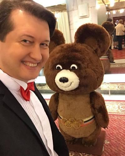 Сергей Грушевский родился в Омске в 1971 году