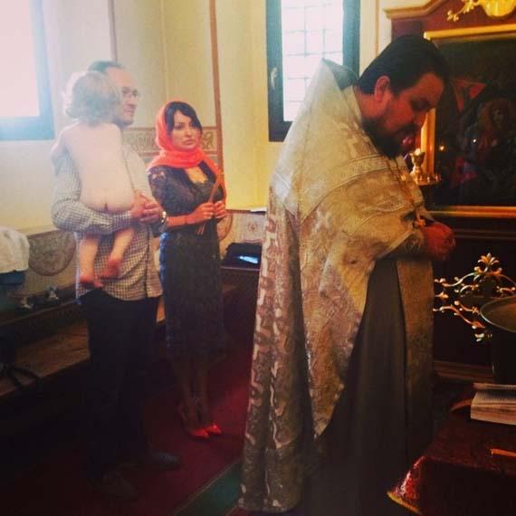 Даня с крестными родителями – Николаем и Линдой.