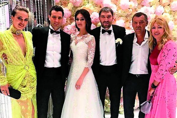 Александр Белов провел свадьбу Александру Овечкину