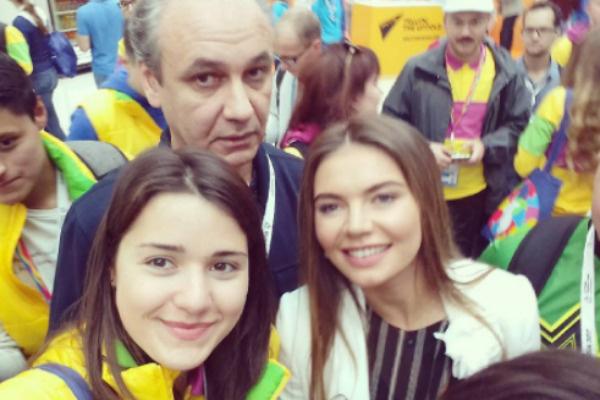 Алина Кабаева с участниками фестиваля