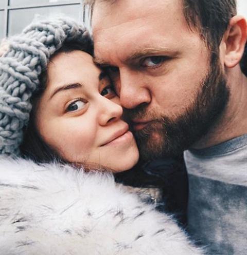 Денис Шведов с женой Александрой Розовской