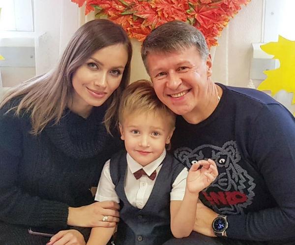 Сергей Исаев с супругой и сыном