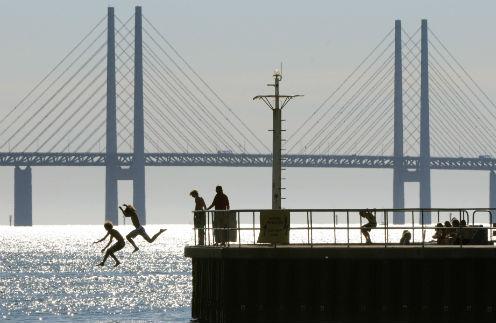 Эресуннский мост, соединяющий Мальме и Копенгаген, - самый длинный в Европе