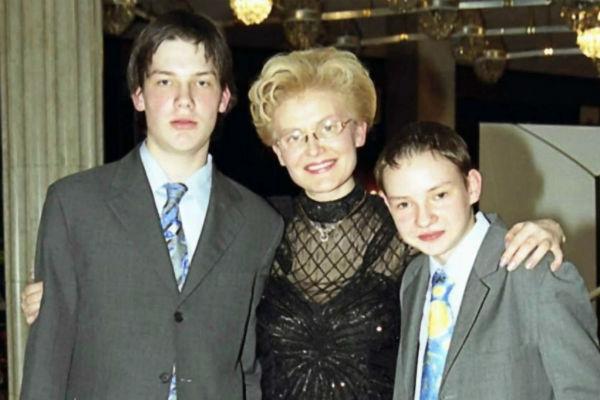 Старший сын телеведущей Юрий работает креативным продюсером в программе «Жить здорово!», а младший, Василий, – юрист, 2003 год