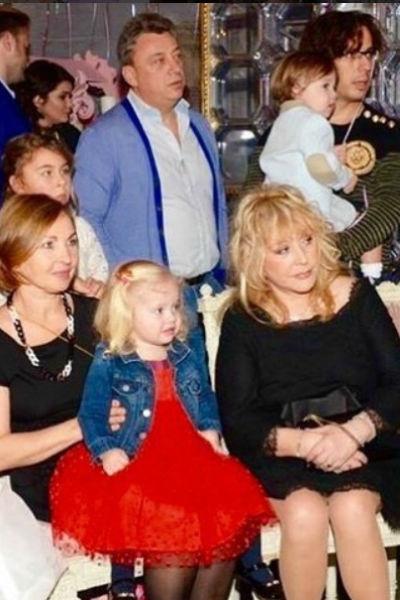 Алла Пугачева и Максим Галкин с детьми Гарри и Лизой