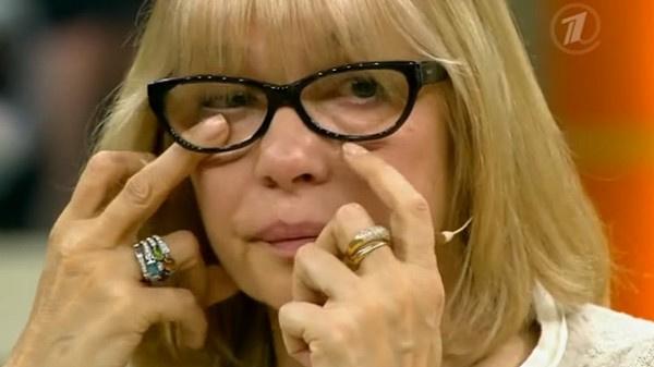 В одной из передач Вера Глаголева расплакалась, вспомнив родителей