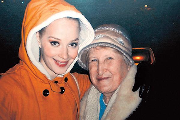 Ходченкова обожала бабушку Галю и уверена: та не могла ее обделить