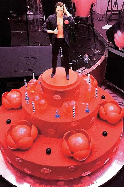 Для торта Аександра Реввы кондитер сделал точную его копию