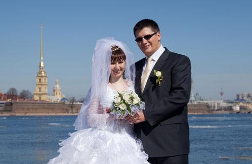 Узнав, что Виталий и Лена познакомились на его концерте, Михайлов прислал ребятам на свадьбу открытку