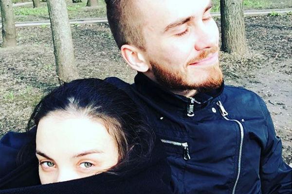 Виктория Дайнеко и Дмитрий вышли на прогулку
