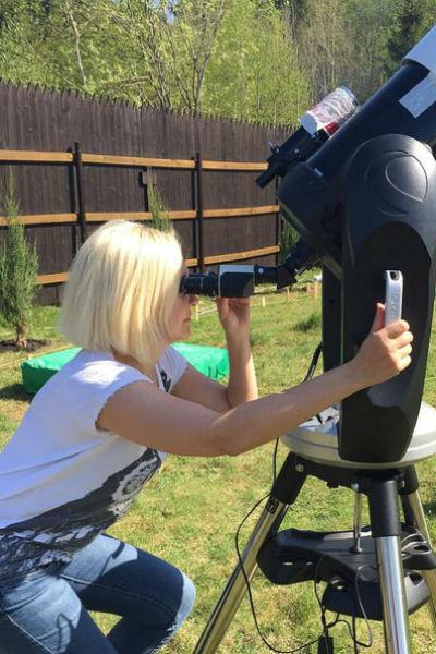 Муж подарил Василисе телескоп