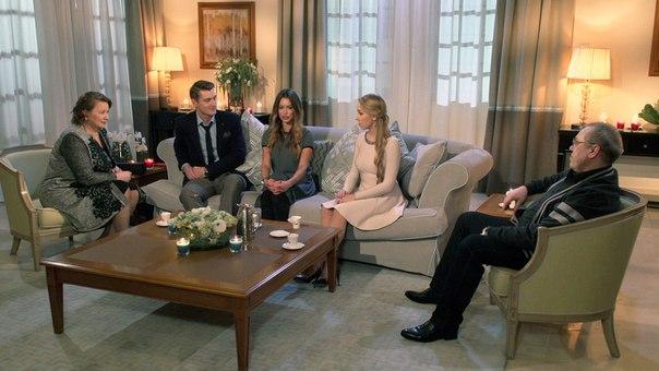 Наталья Ткалина во время встречи с родителями Алексея Воробьева