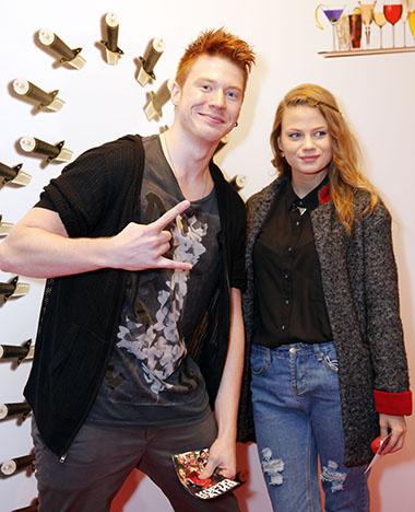 Никита Пресняков знакомит свою новую девушку со звездами