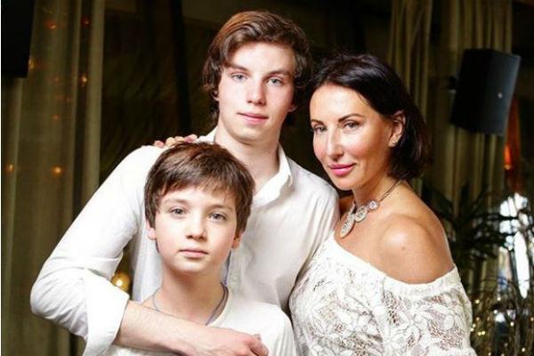 Алика с сыновьями Артемом и Макаром