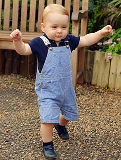 Принцу Георгу скоро год. Как быстро растут дети!