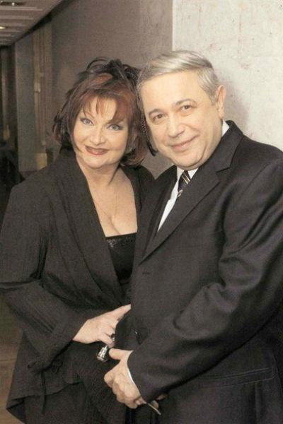 Елена Степаненко четвертая жена Евгения Петросяна, вместе они около 40 лет