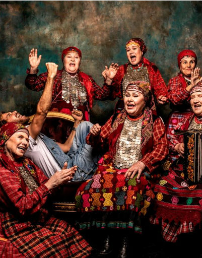 «Бабушки» исполнили несколько песен во время фотосессии