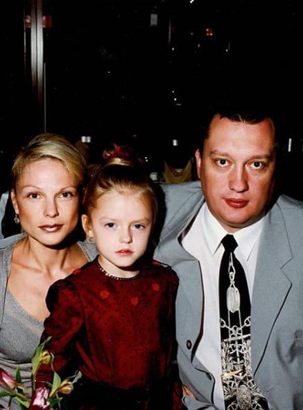 Маленькая Милана с семьей