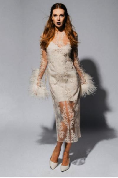 Фигура артистки в белом платье вызвала споры среди поклонников