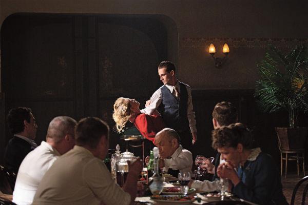Во время съемок в фильме «Холодное танго» Павла Чухрая актер брал уроки танцев. На фото – с Юлией Пересильд
