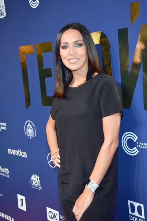 Фанаты звезды предполагают, что она носит не облегающую одежду, скрывая свою беременность