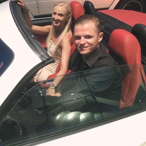 Несколько раз за отпуск Оля и Дима арендовали машину – катались по городу в поисках новых ресторанов