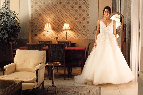 Главная интрига: Стелла Маккартни или Burberry – какое платье выберет невеста?