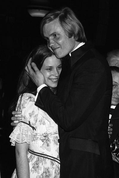 Фото со свадьбы родителей Анджелины Джоли не сохранилось, но о стиле ее матери можно судить по этому фото