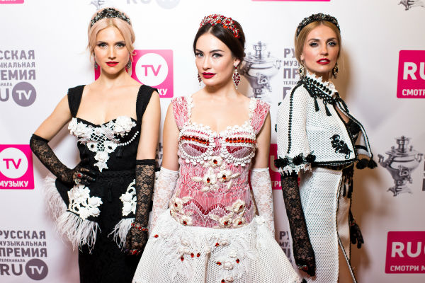 Ирина Тонева, Саша Попова и Саша Савельева периодически прибегают к помощи астролога